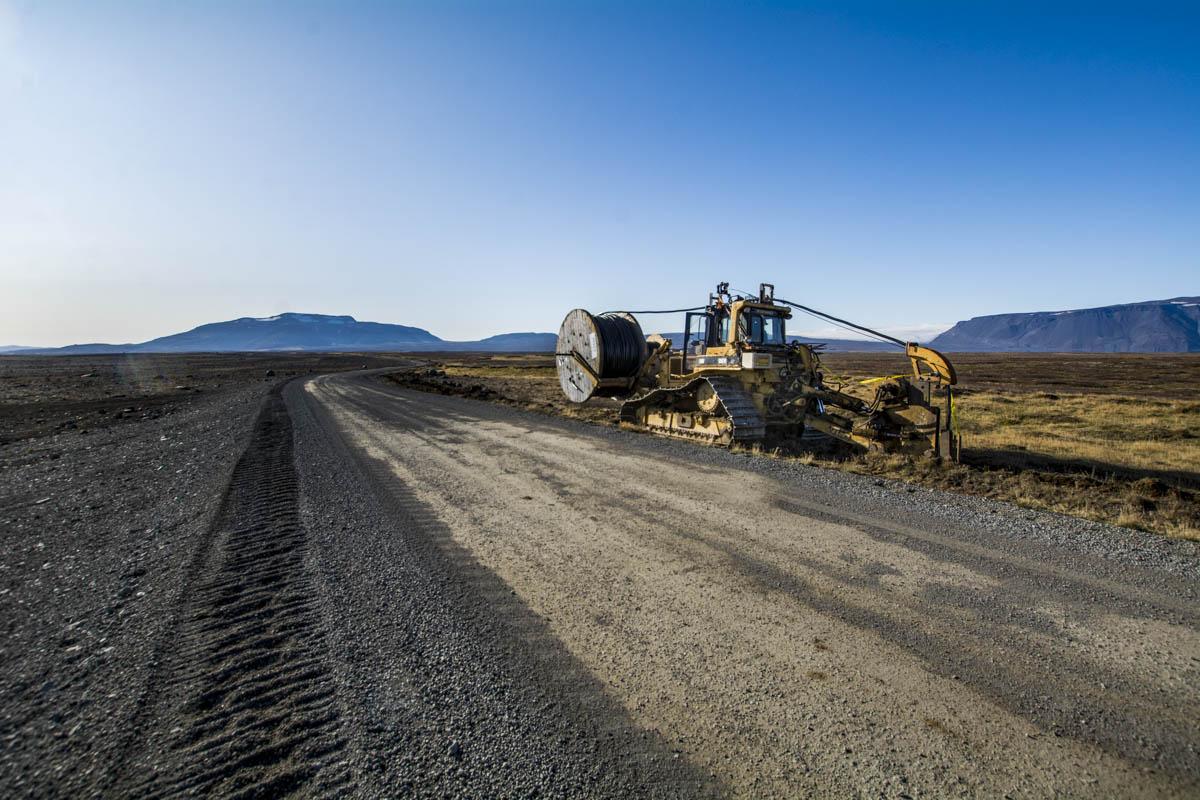 Plæging jarðstrengs upp við Kjalveg