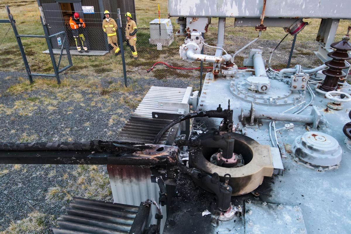 Brunnin strengtenging á 66/11 kV spenni RARIK í Lindarbrekku.